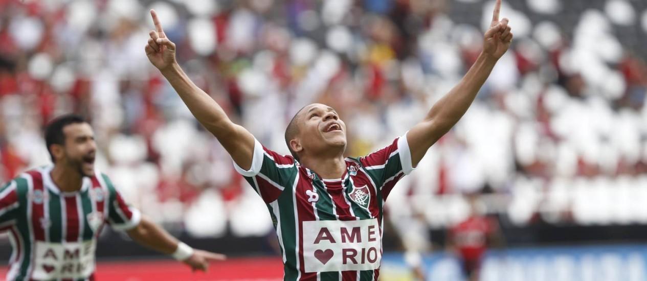 Wellington Silva comemora o primeiro gol do Fluminense sobre o Flamengo Foto: Antonio Scorza / Agência O Globo