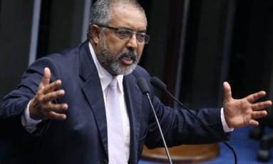 O senador Paulo Paim (PT-RS) Foto: André Coelho / Agência O Globo