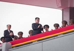 Kim Jong-un é fotografado em parada militar na Coreia do Norte Foto: ED JONES / AFP