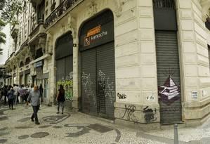 Comércio de portas fechadas no Centro do Rio. Foto de Gabriel de Paiva / Agência O Globo