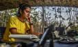 Manuela Canaveral opera estação de rádio na Colômbia