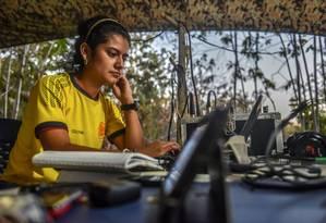 Manuela Canaveral opera estação de rádio na Colômbia Foto: LUIS ACOSTA / AFP