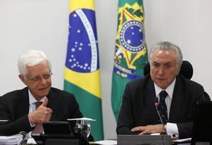 Moreira Franco, ministro-chefe da Secretaria Geral da Presidência e o presidente Michel Temer Foto: Ailton Freitas / Agência O Globo