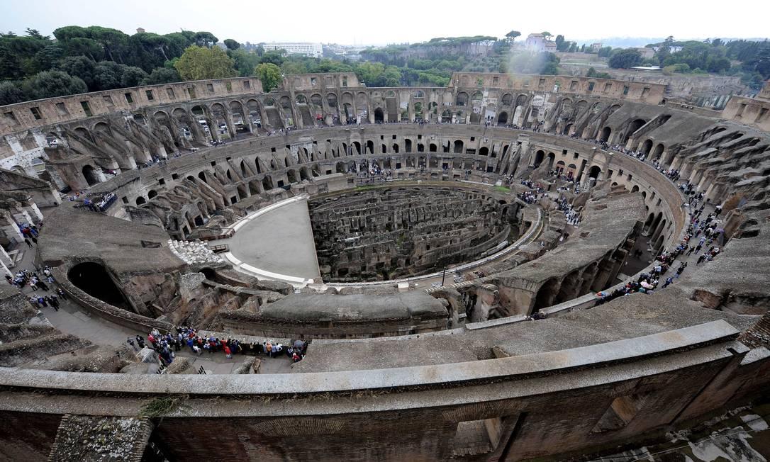 """Uma nova visão do Coliseu: nesta quarta-feira foi inaugurada, no monumento italiano, a exposição temporária """"Colosseo, un'icona"""", que mostra como a antiga arena se integrou à paisagem de Roma a partir da Idade Média. Gregorio Borgia / AP"""