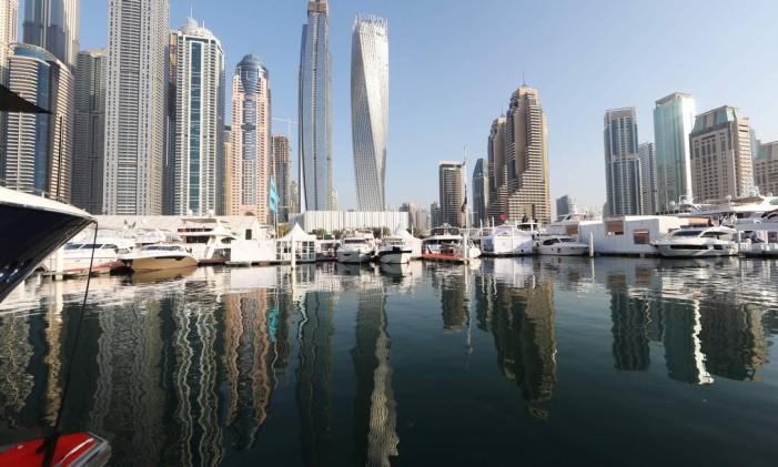 Barcos atracados em marina de Dubai, nos Emirados Árabes Unidos, país com maior porcentagem de imigrantes Foto: KARIM SAHIB / AFP