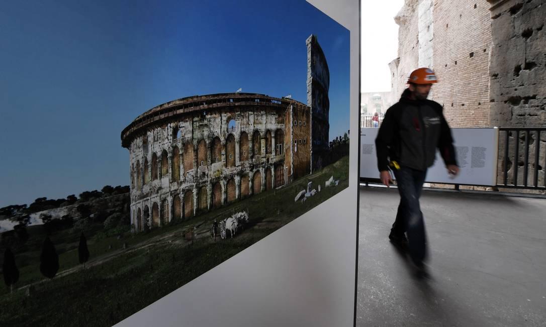 Uma das surpresas, revelada por pesquisas arqueológicas, é que, após séculos de abandono, por volta dos anos 1600, o Coliseu chegou a virar uma espécie de jardim botânico, com quase 400 espécies de plantas que nasceram em seu interior sem qualquer planejamento. Tiziana Fabi / AFP