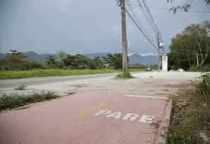Ciclovia que ligaria a Praia do Recreio às Vargens parou no meio do caminho Foto: Barbara Lopes / Agência O Globo