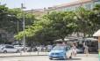 Reforço. Carro da polícia na Praia da Barra, na altura da Olegário Maciel: moradores pediram mais vigilância