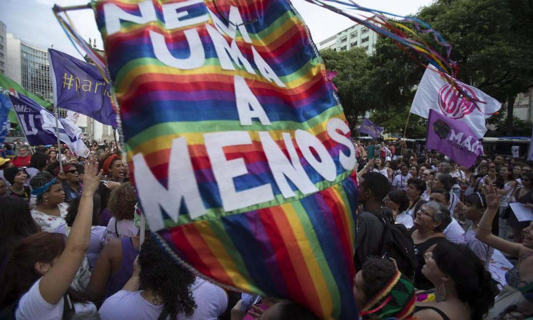 O protesto de mulheres no Centro do Rio Foto: Alexandre Cassiano / Agência O Globo