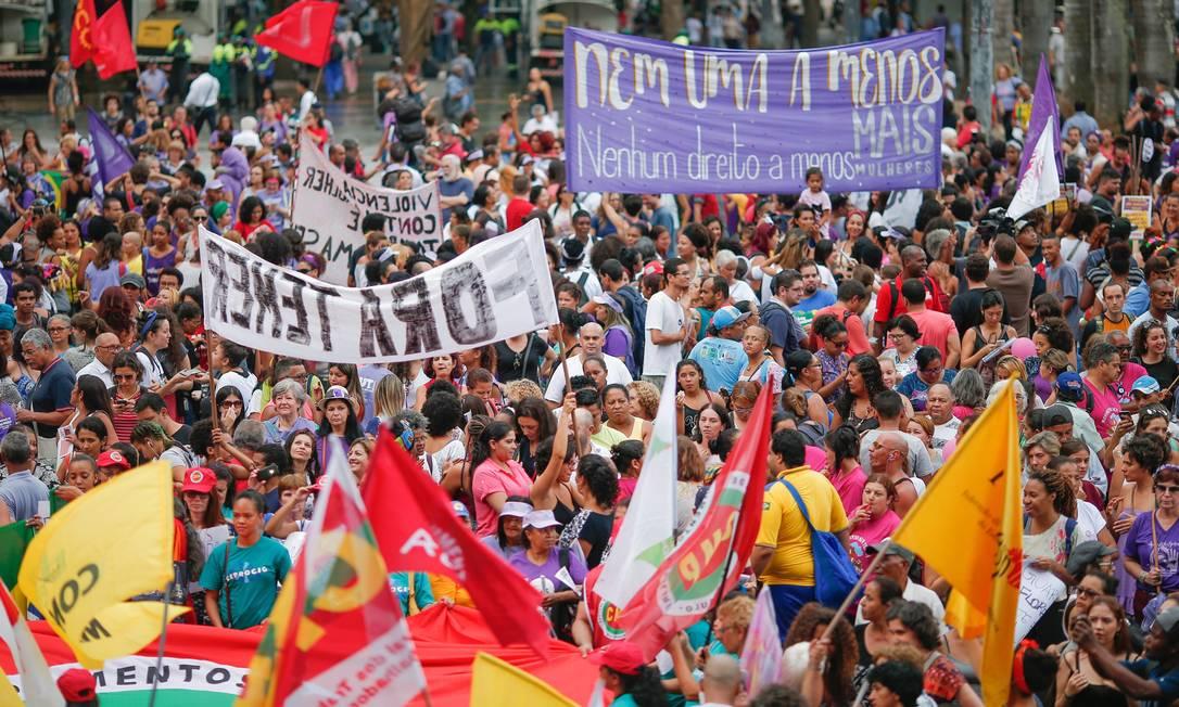 A concentração foi na praça da Sé Foto: Marcos Alves / Agência O Globo