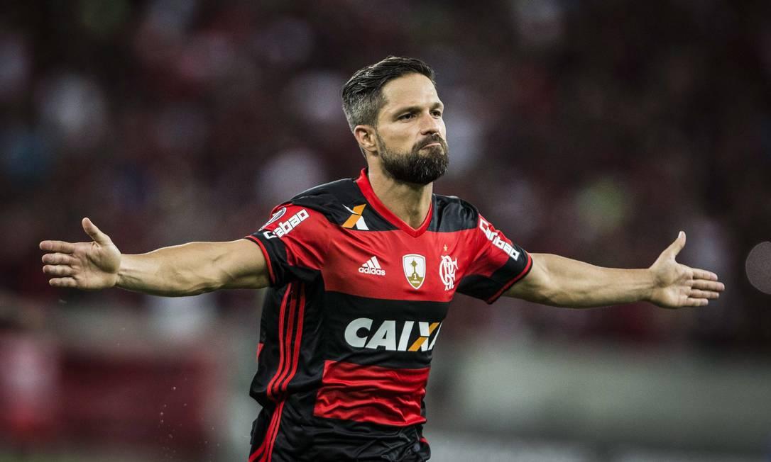 Diego comemora o primeiro gol da vitória do Flamengo no Maracanã Guito Moreto
