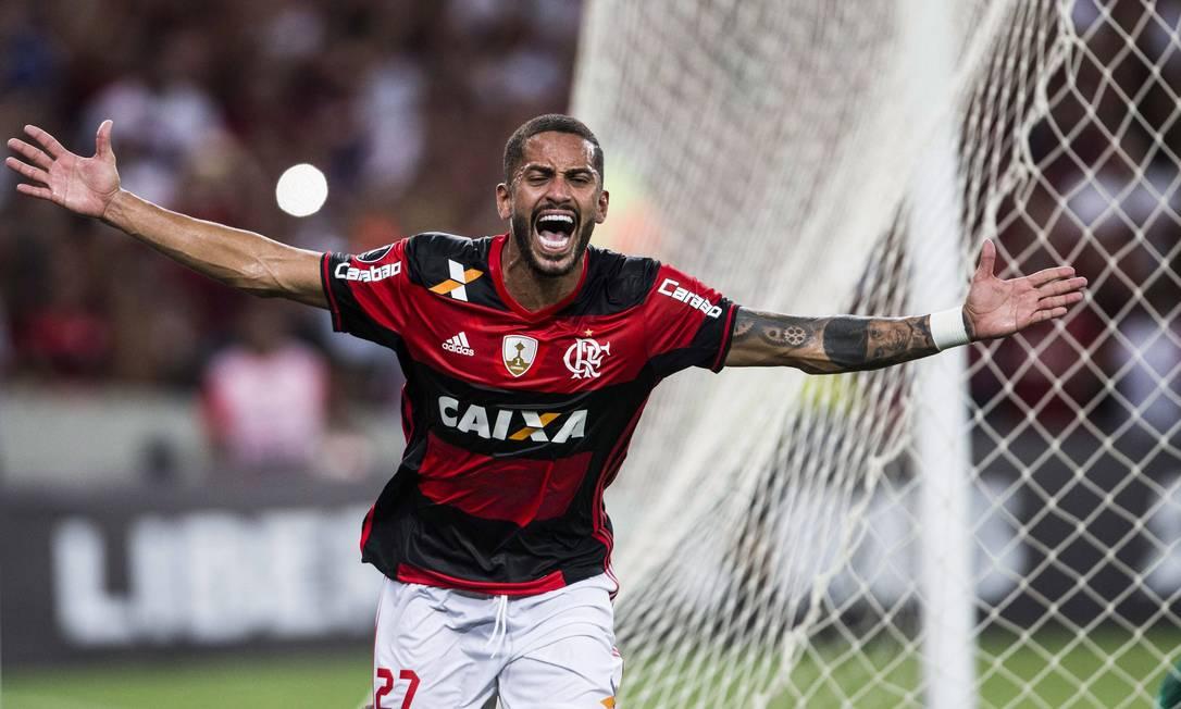 A explosão de alegria de Rômulo, ao marcar seu primeiro gol pelo Flamengo Guito Moreto