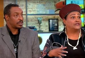 Filho do boxeador e sua mãe dão entrevista ao canal CBS nos EUA Foto: Reprodução