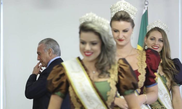 O presidente Michel Temer participa de cerimônia de sanção da lei que confere à cidade de Blumenau o título de Capital Nacional da Cerveja Foto: Ailton Freitas / O Globo