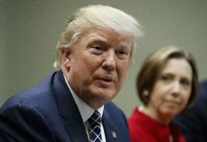 Presidente Donald Trump se encontra com líderes de pequenos bancos comunitários na Casa Branca Foto: Evan Vucci / AP