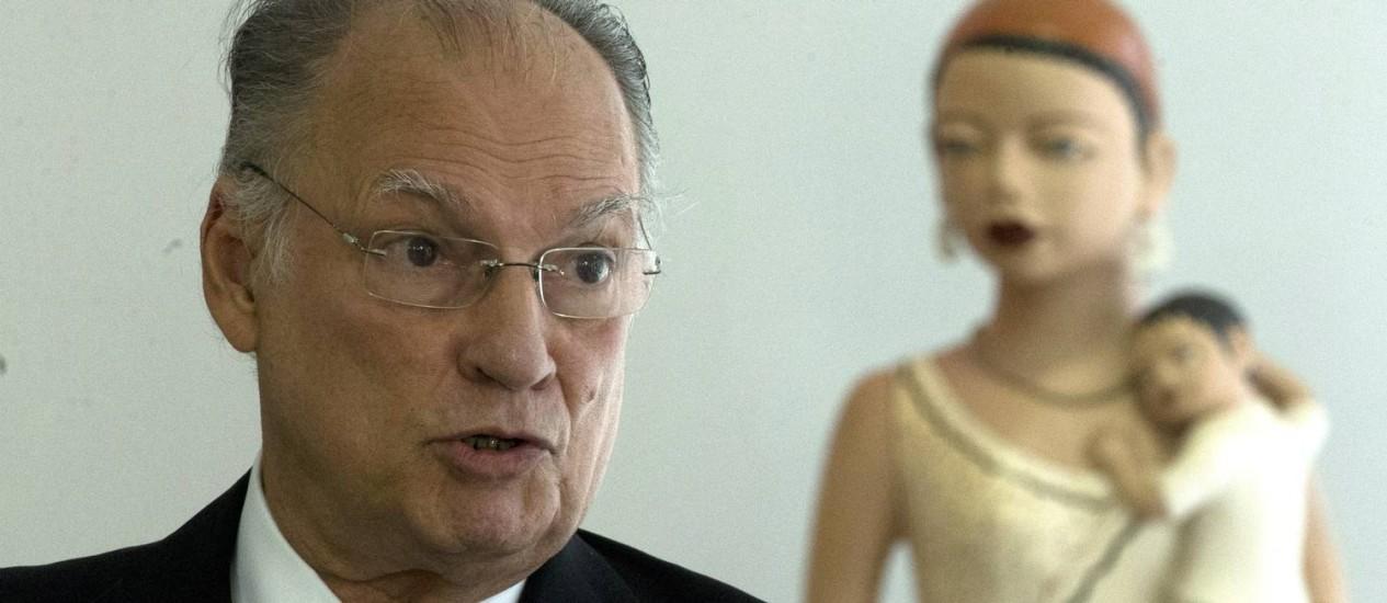 O ministro da Cultura Roberto Freire: mudanças na Lei Rouanet são uma de suas prioridades Foto: Jorge William / Agência O Globo
