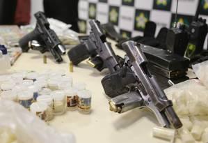 Armas apreendidas durante operação policial no Rio Foto: Fabiano Rocha/ Agência O Globo 16/08/2016