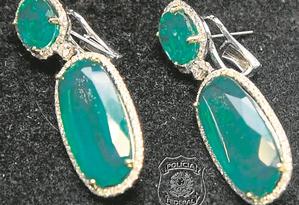 Brincos de diamantes recolhidos na casa de Cabrak Foto: Reprodução