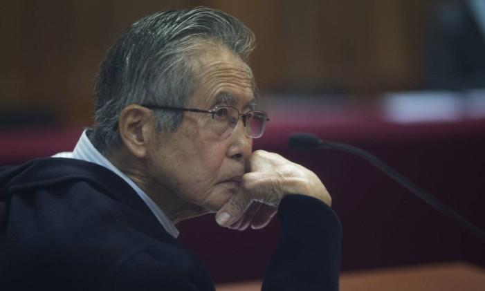 Em 2016, Alberto Fujimori comparece a julgamento em Lima Foto: Martin Mejia / AP
