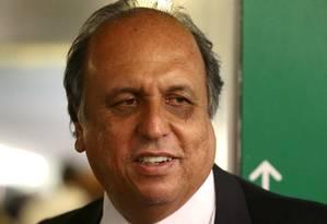 Luiz Fernando Pezão, governador do estado do Rio, estava em reunião que Cabral pediu ajuda a diretor da Petrobras para a campanha de 2010 Foto: Jorge William / Agência O Globo