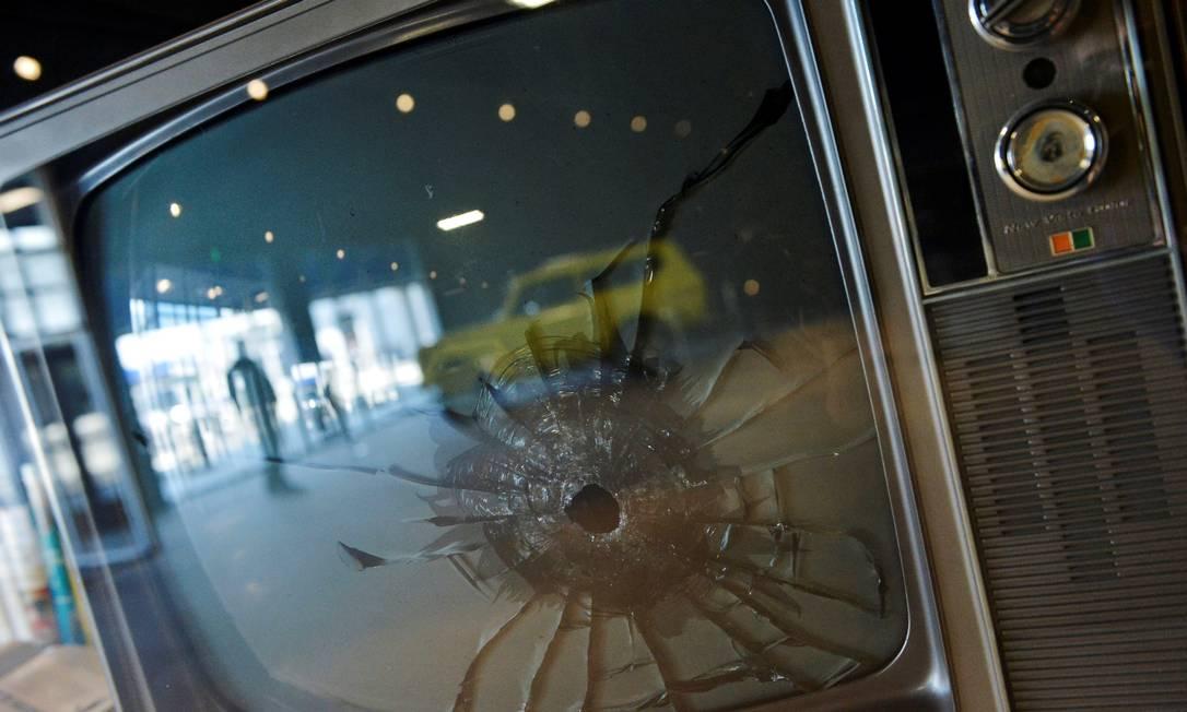 TV: aparelho é um dos vários em que Elvis atirou, por não gostar do que (ou de quem) estava vendo BRANDON DILL / REUTERS