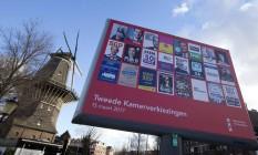 Painel mostra candidatos em Amsterdã Foto: Peter Dejong / AP