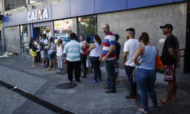 Saque de contas inativas do FGTS Foto: Fernando Lemos / Agência O Globo