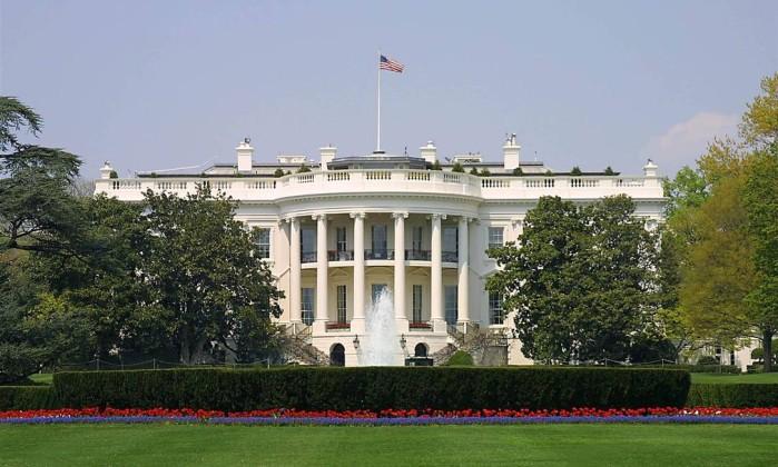 Homem é colocado sob custódia após levar pacote suspeito à Casa Branca