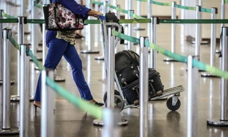 Aeroporto de Brasília: ao menos duas ações na Justiça tentam barrar a mudança, uma da Ordem dos Advogados do Brasil e outra do Ministério Público de São Paulo, que alegam que a nova regra da Anac é irregular Foto: André Coelho / O Globo