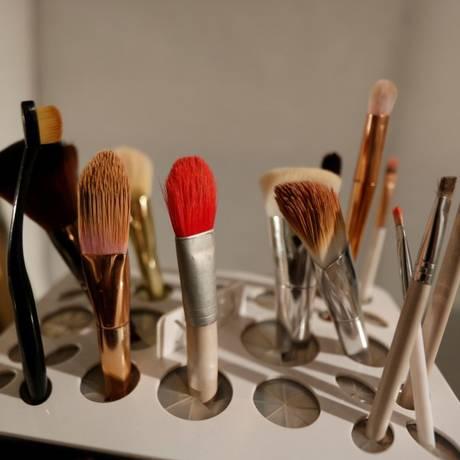Dicas para limpar e conservar pincéis e esponjas de maquiagem Foto: RAFAEL MARCHANTE / REUTERS