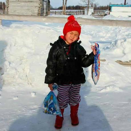 Saglana Salchak acaba de comemorar seu quinto aniversário Foto: Reprodução Siberian Times