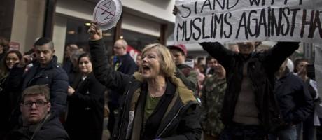 Contra a xenofobia. Manifestantes durante protesto contra Geert Wilders e o Partido para a Liberdade, legenda holandesa de extrema-direita, em Heerlen, Sudeste do país Foto: Muhammed Muheisen / AP/11-3-2017