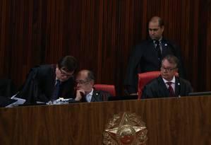Caixa político. Ministros no plenário do Tribunal Superior Eleitoral: Corte discute novas formas de financiamento Foto: Ailton de Freitas/19-12-2016
