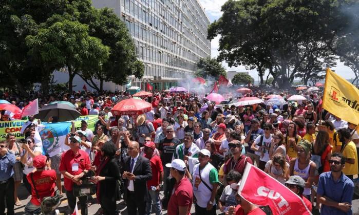 Resultado de imagem para fotos dos protestos contra reforma da previdencia