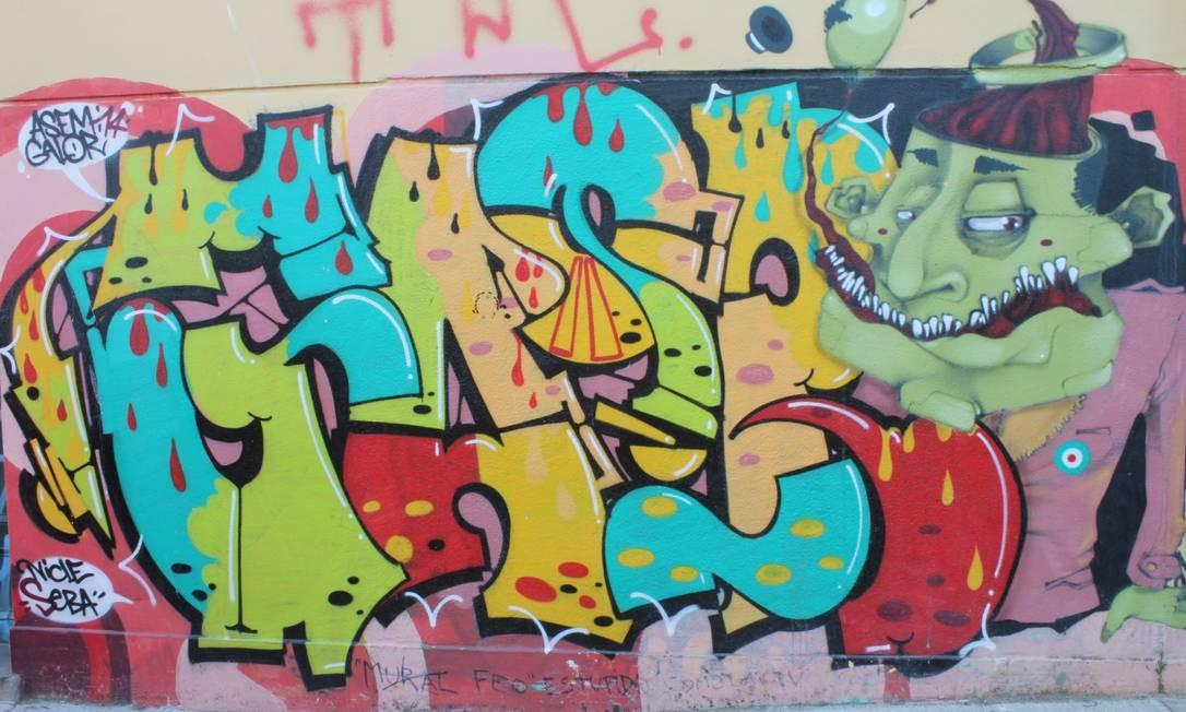 Os grafites começaram a ganhar as ruas de Valparaíso nos anos 1990 Foto: Ana Beatriz Marin / Agência O Globo