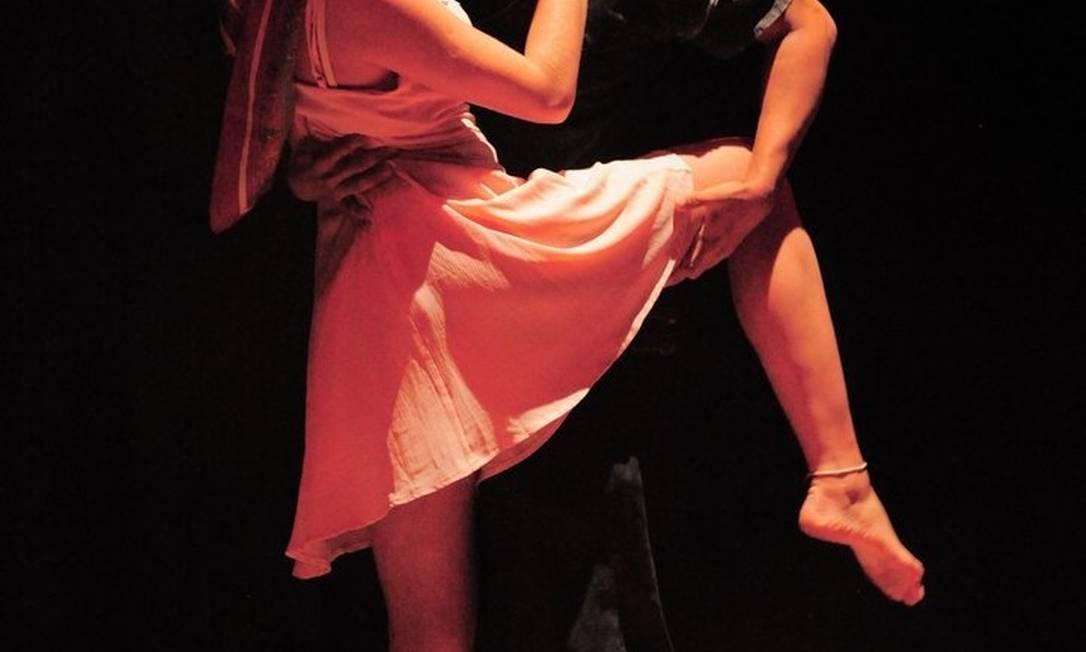 Dupla. Os atores Carla Elgert e Josias Duarte estrelam o espetáculo Foto: ALF / Divulgação/André Fernandes