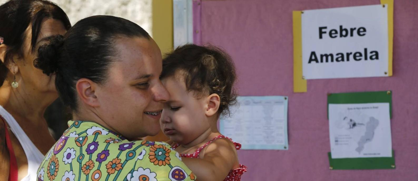 População em Casemiro de Abreu procura os postos de saúde para vacinação Foto: Antonio Scorza / Agência O Globo