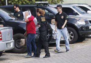 Acusado chega à sede da Polícia Federal de São Paulo na operação