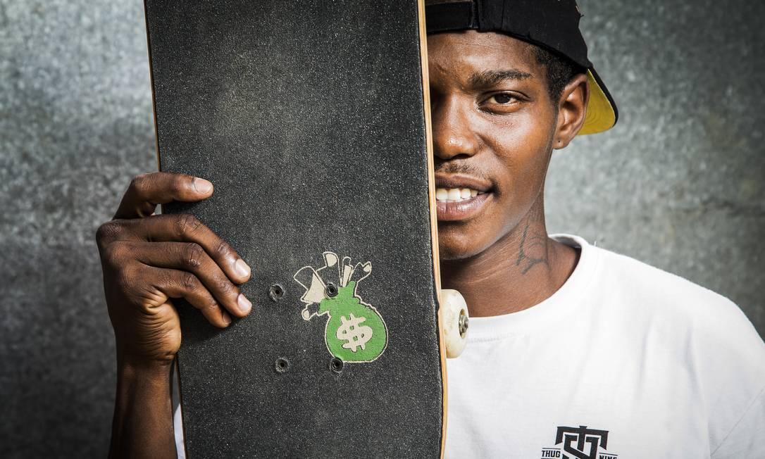 """O saco com o cifrão de dinheiro é a marca de lixa criada por Stevie chamada """"Money Grip"""" Guito Moreto / Agência O Globo"""