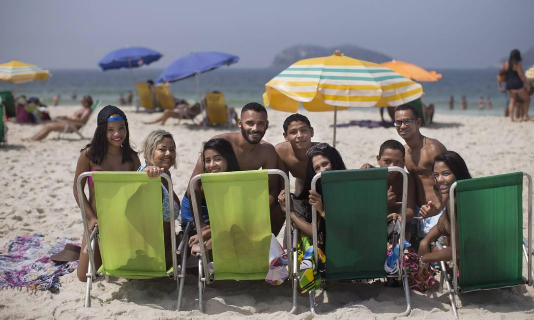 Grupo de amigos de Irajá deixou de ir a Ipanema e começou a frequentar a praia, com a chegada do Metrô Márcia Foletto / Agência O Globo