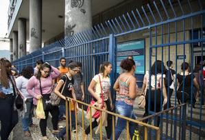 Segunda aplicação do Enem, na universidade Estácio de Sá, campus Praça XI Foto: Mônica Imbuzeiro/04-12-2016 / Agência O Globo