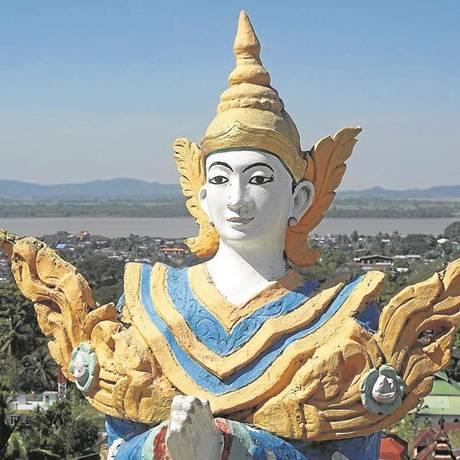 Divindade: figura no alto do pagode budista Kyaik Than Lan Foto: Denis D. Gray/AP
