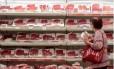 Seção de carnes em supermercado no Rio