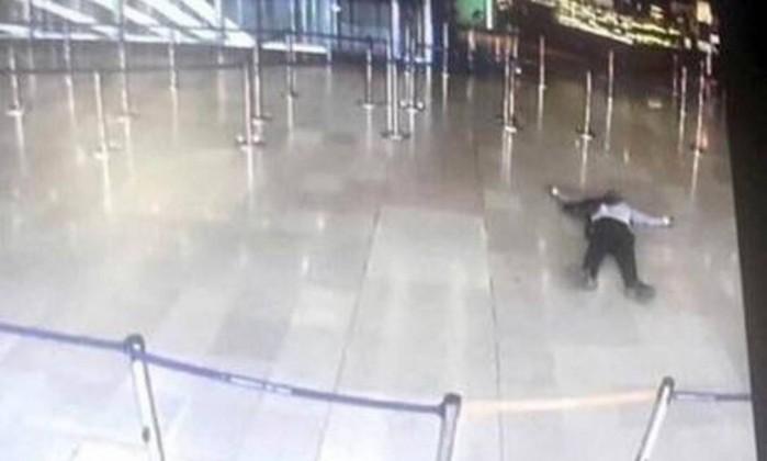 Polícia mata suspeito em aeroporto de Orly, em Paris
