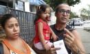 Wellington buscou atendimento em cinco postos para ele, a mulher Carla e a filha Isabelle, mas voltou para casa sem receber a vacina Foto: Fábio Guimarães / Agência O Globo