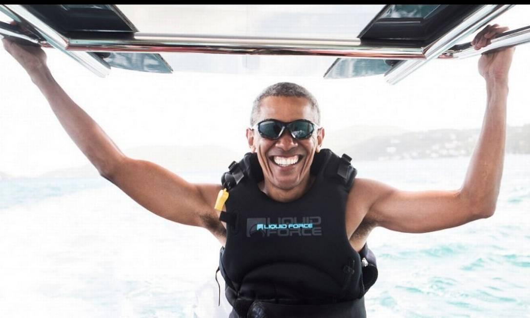 Logo após a Califórnia, Obama resolveu ir para a Necker Island, nas Ilhas Virgens Britânicas, onde foi fotografado praticando kitesurf e bastante bronzeado. Ele ficou hospedado por dez dias, junto com Michelle, na ilha, um resort privado, do empresário inglês Richard Branson. Foto: Virgin.com via Reuters