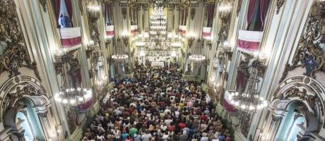 No dia de São José, fiéis lotam a igreja no Centro para pedir e agradecer Foto: Ana Branco / Agência O Globo