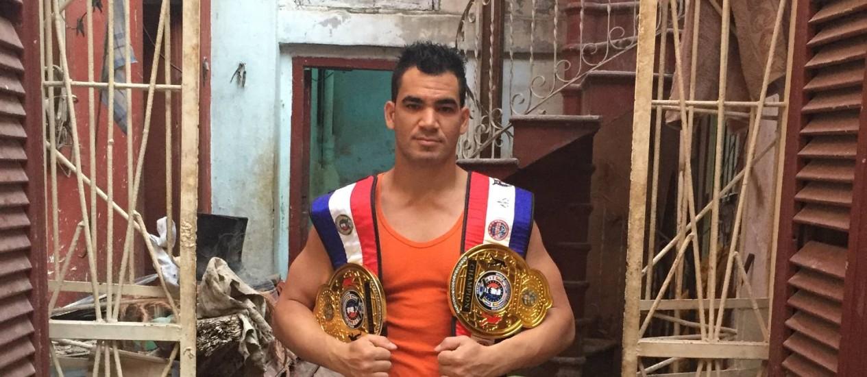 Jose Manuel Castillo Lorenzo, o Hulk, tricampeão nacional de sanda, o boxe chinês que invadiu Cuba Foto: Henrique Gomes Batista / Extra