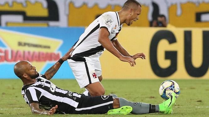 Luis Fabiano recebe a marcação de Bruno Silva Foto: Marcelo Theobald
