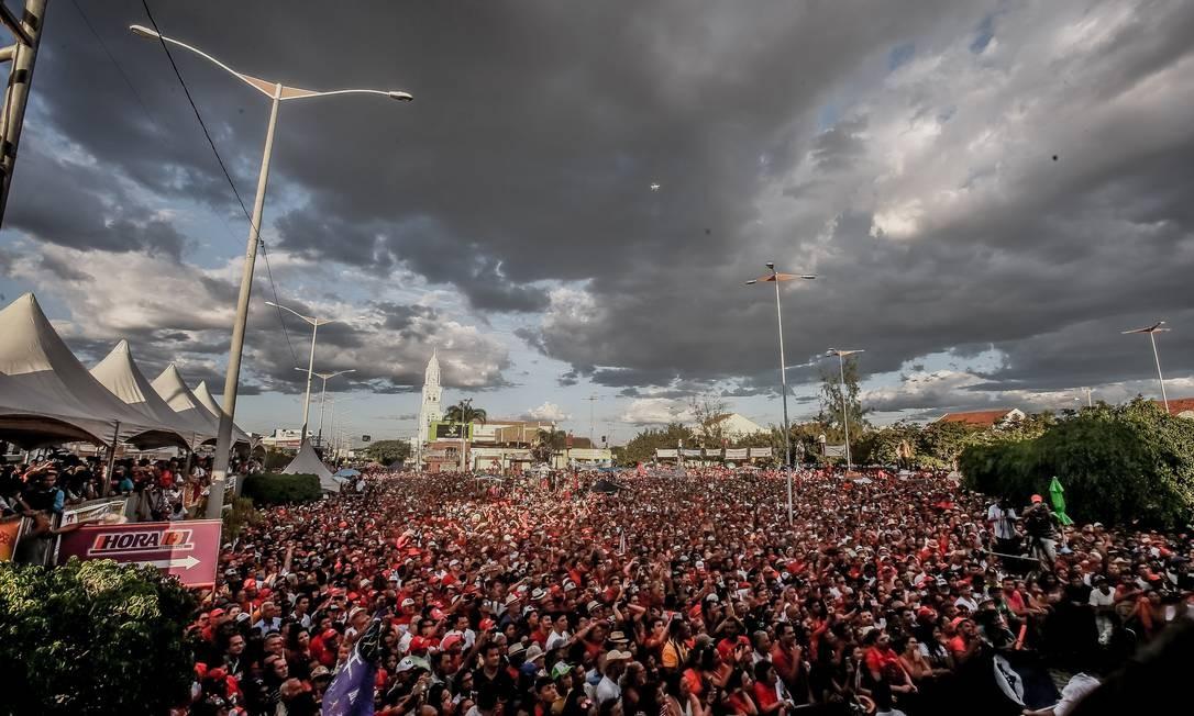 Milhares de pessoas foram ao ato comandado por Lula e Dilma em Monteiro Foto: Rafaell Carlota Alencar / Divulgação